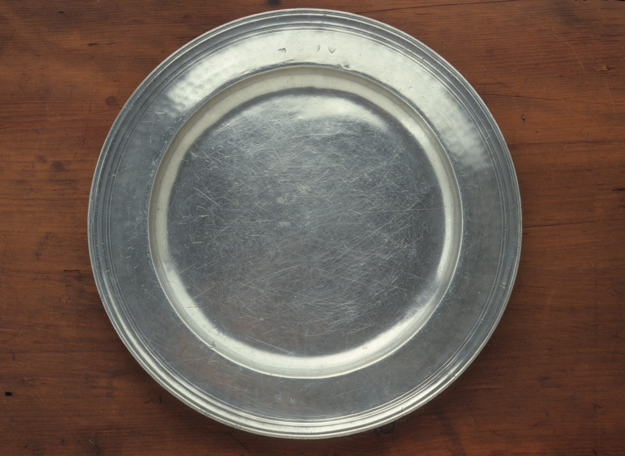 1953.0179 Pewter charger