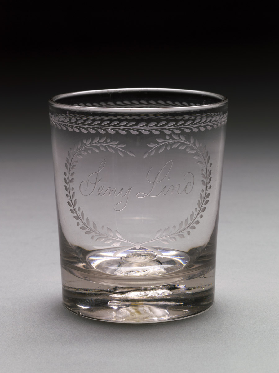 1978.0043 Glass tumbler or beaker