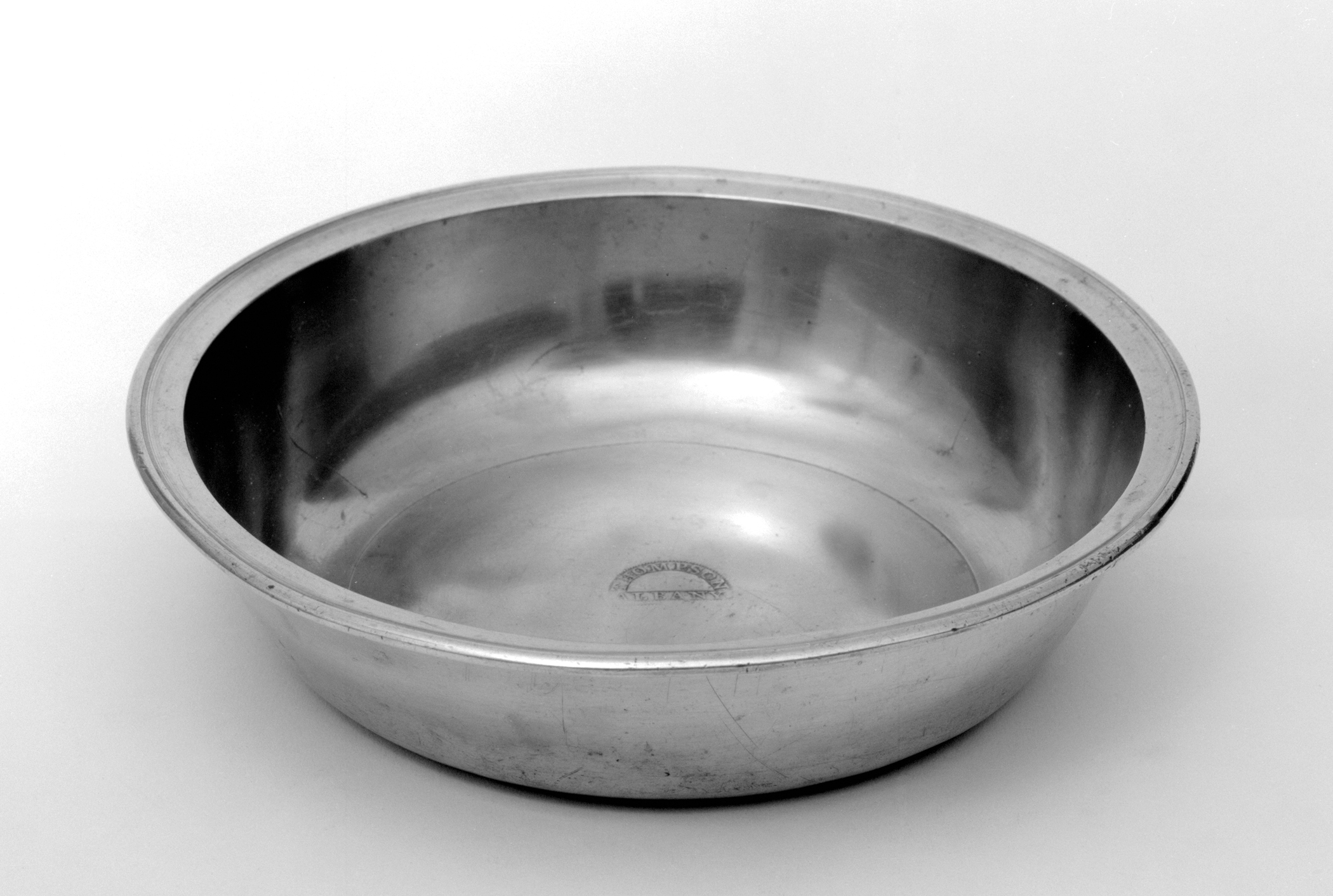 1953.0033 Pewter basin