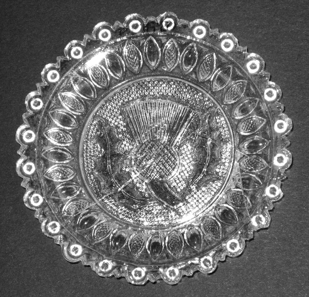 2003.0041.020 Thistle glass cup plate