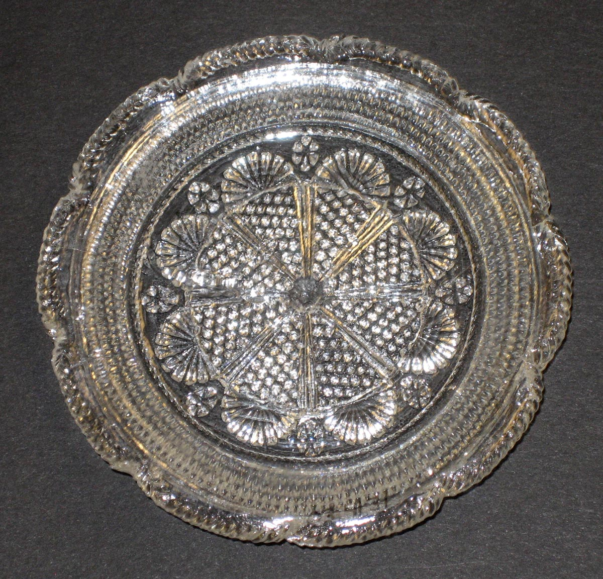 2003.0041.031 Rosette-pattern cup plate