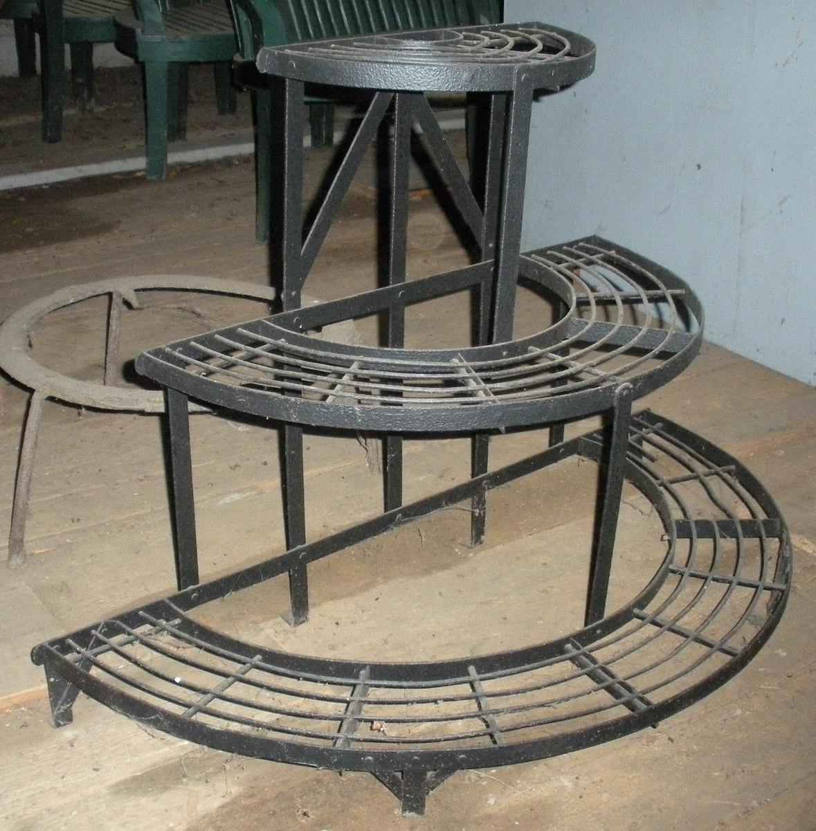 1965.3035.002 plant stand