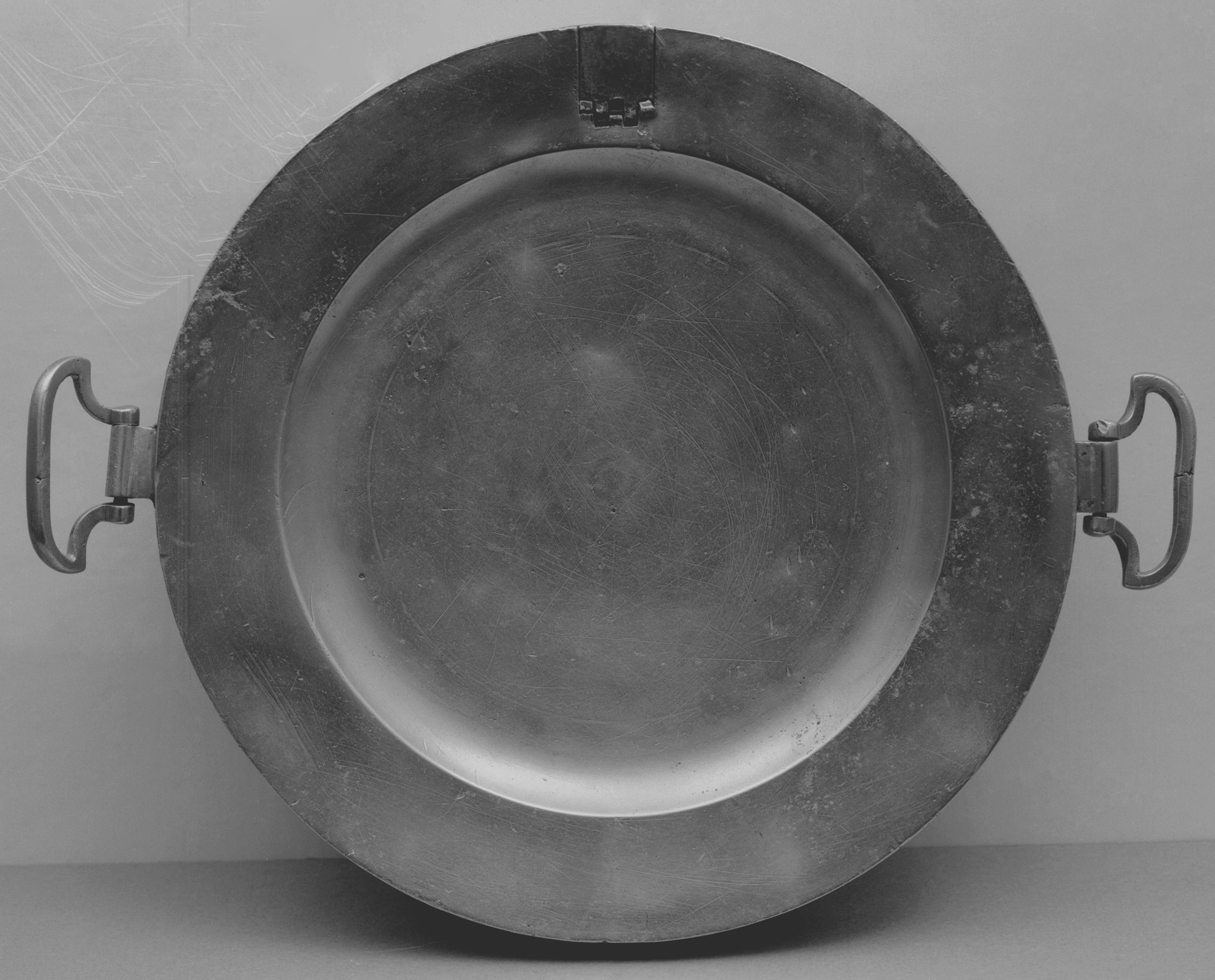 1954.0097.002 Pewter hot water plate