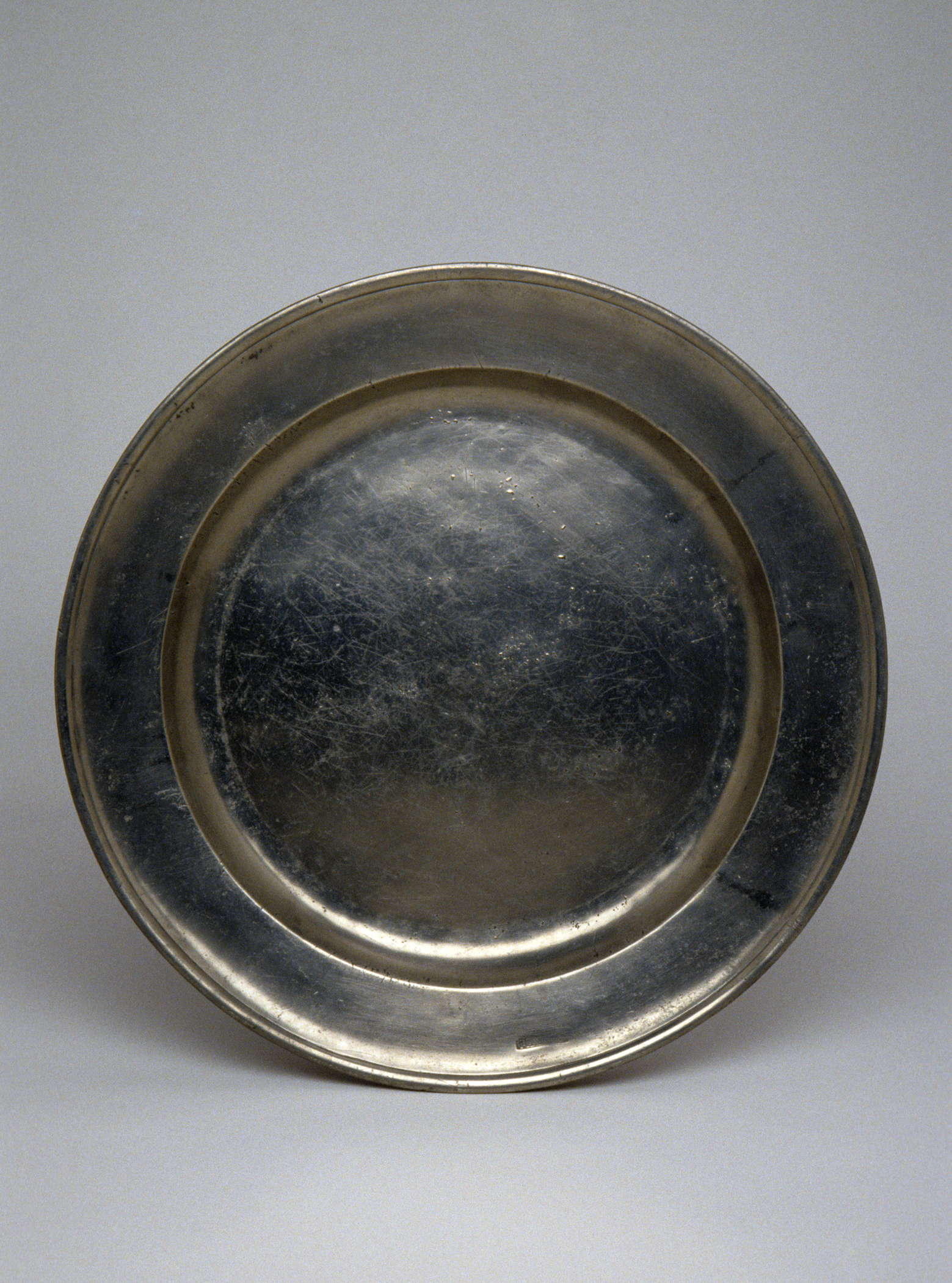 1953.0028 Pewter plate