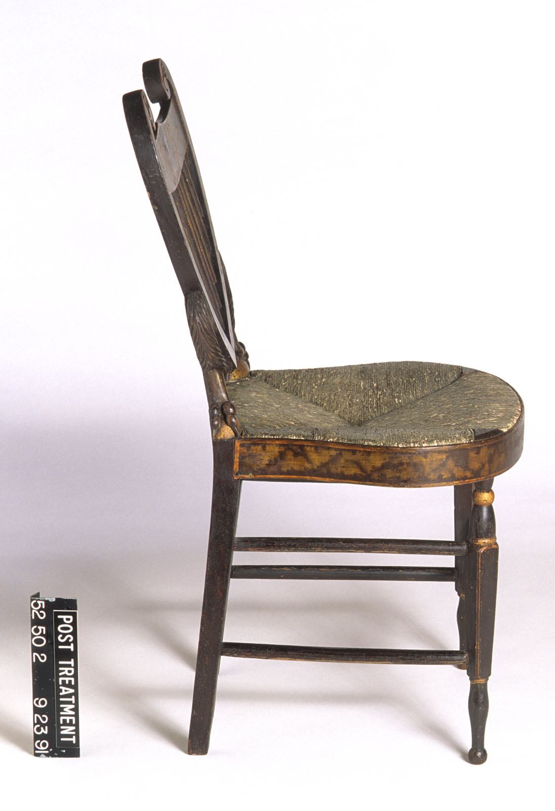 1952.0050.002 Chair, side view 2