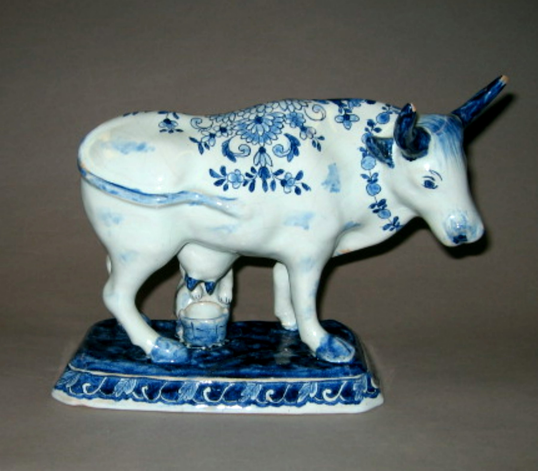 1964.0970 Tin-glazed earthenware figure