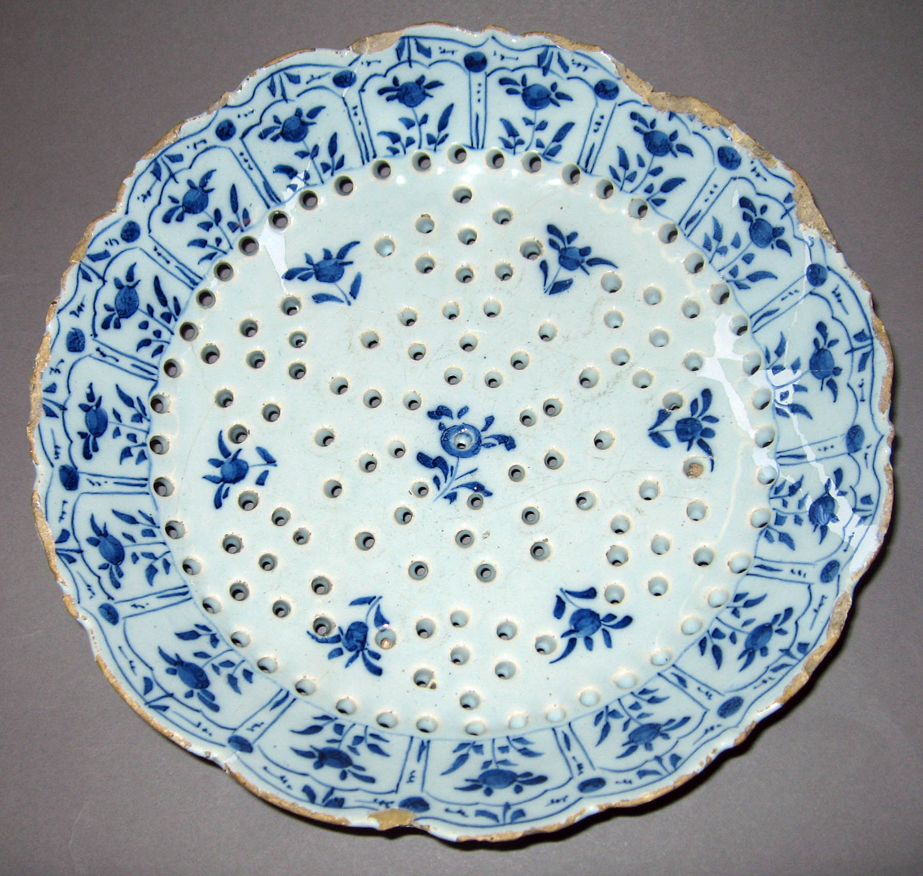 1979.0046 Dutch earthenware strainer
