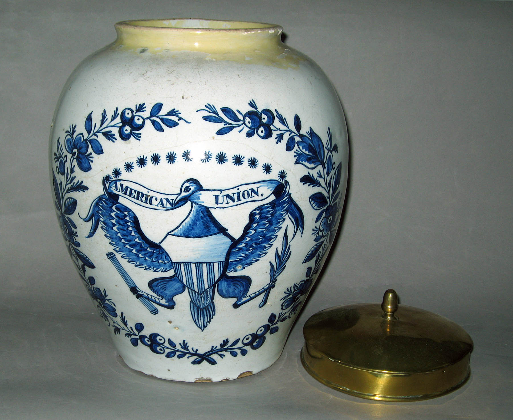 1956.0540 A, B Tobacco jar and cover