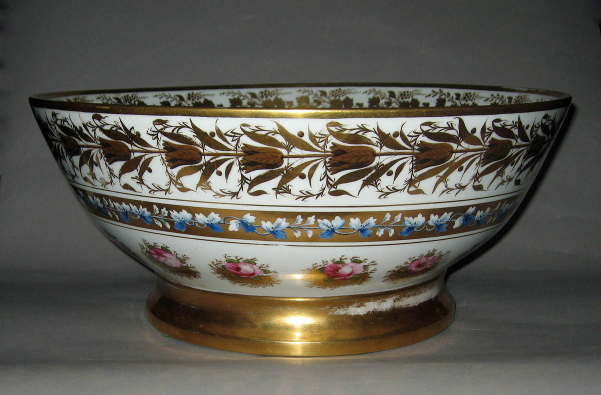 1962.0575 Porcelain punch bowl