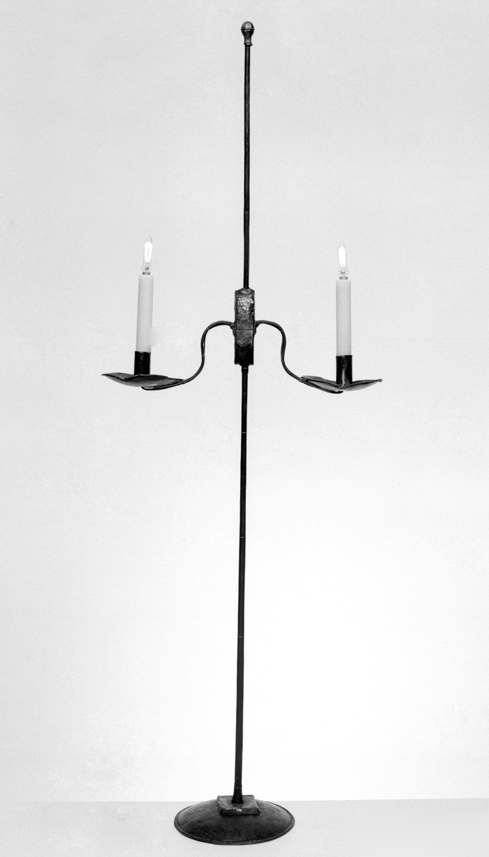 1952.0137 Candlestand