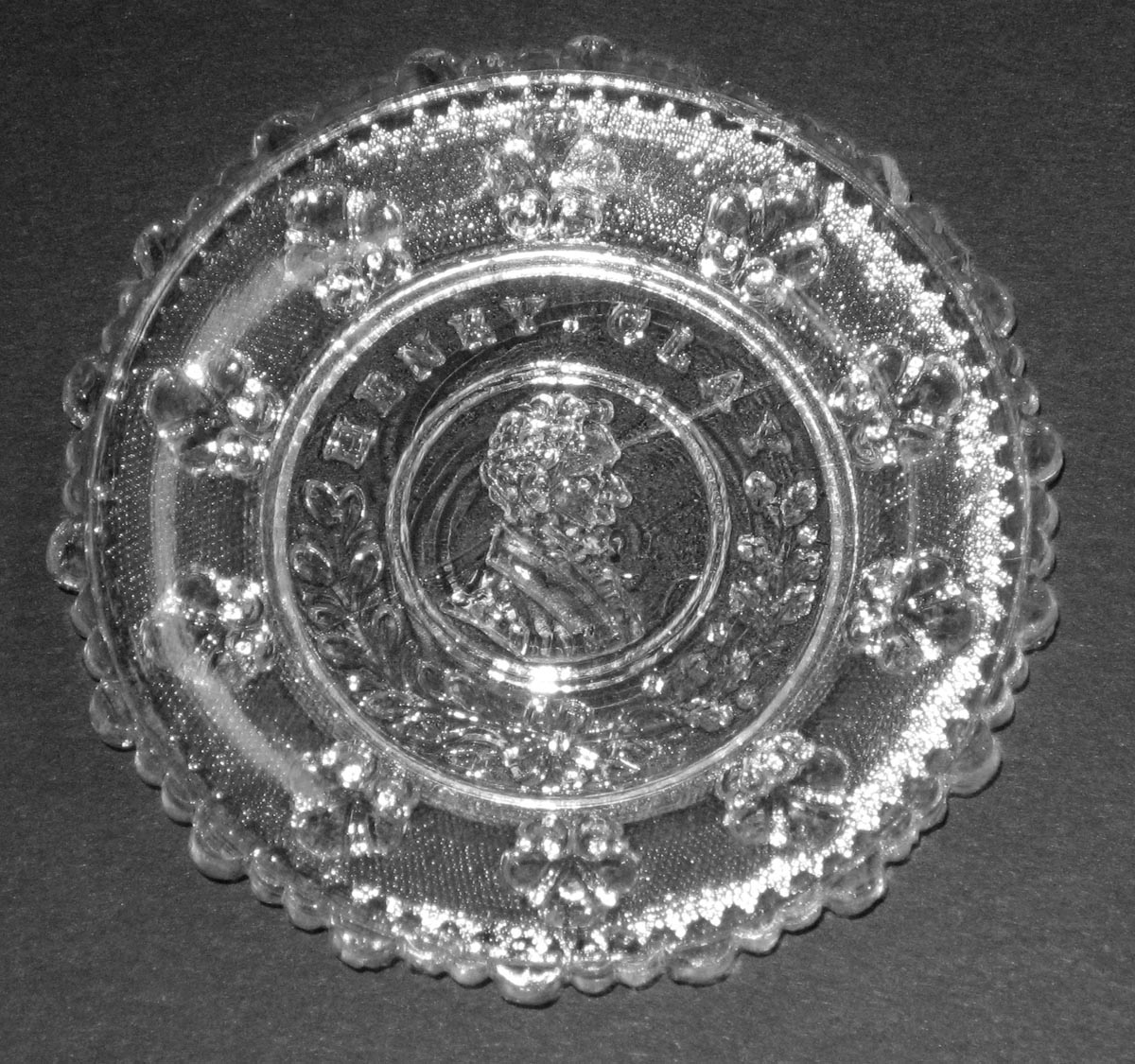 2003.0041.001 Glass cup plate
