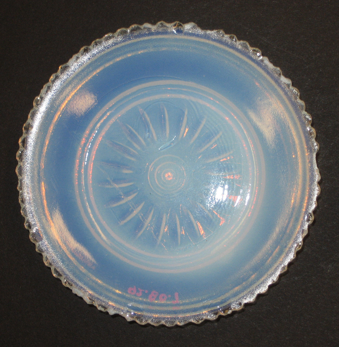 1992.0080.007 Glass cup plate