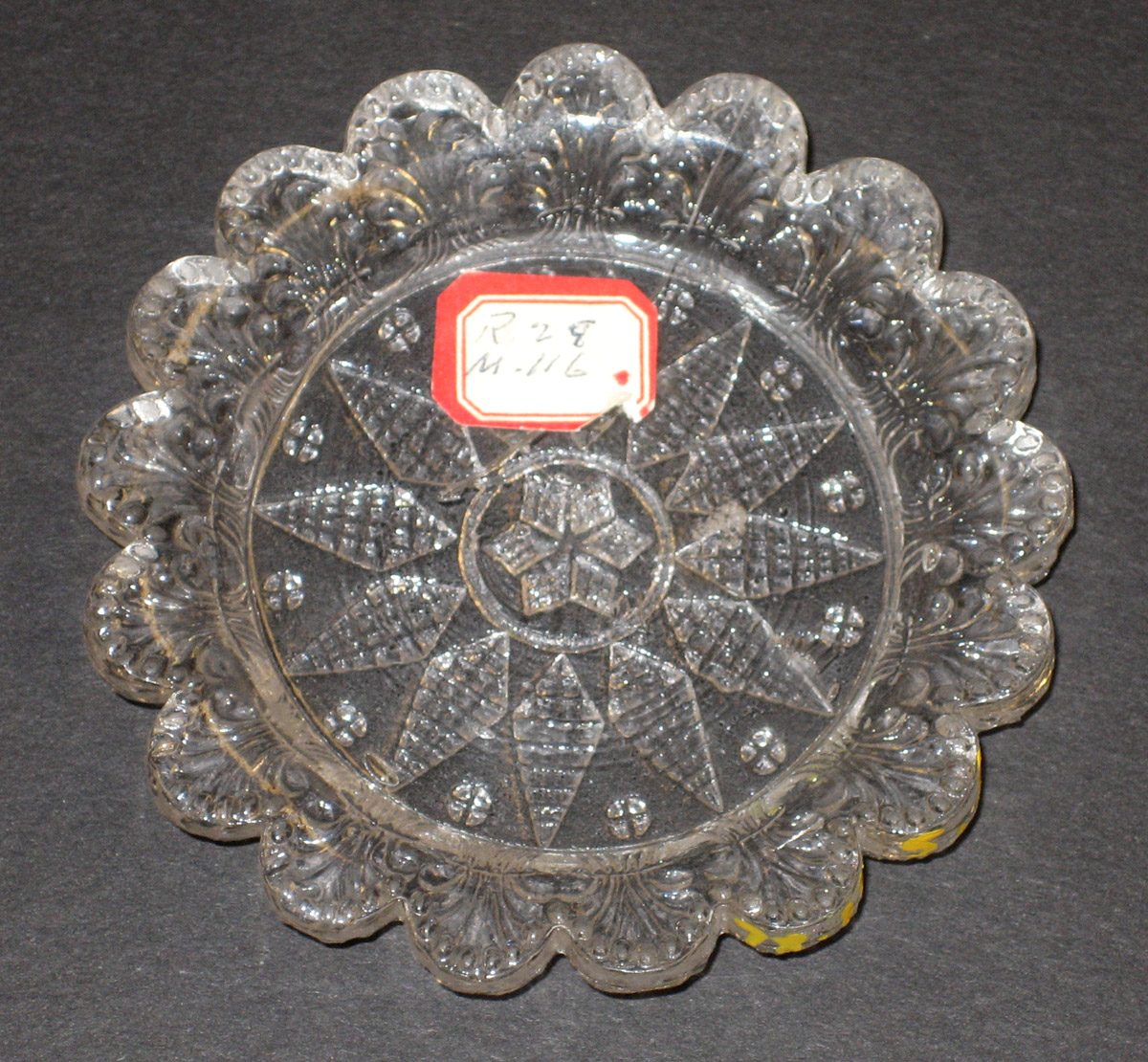 1978.0125.005 Glass cup plate