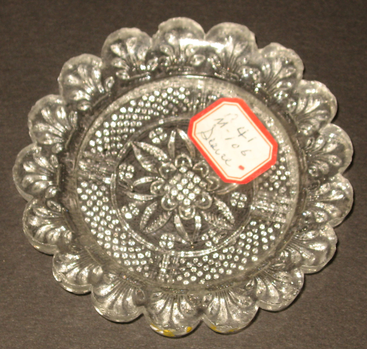 1978.0125.006 Glass cup plate