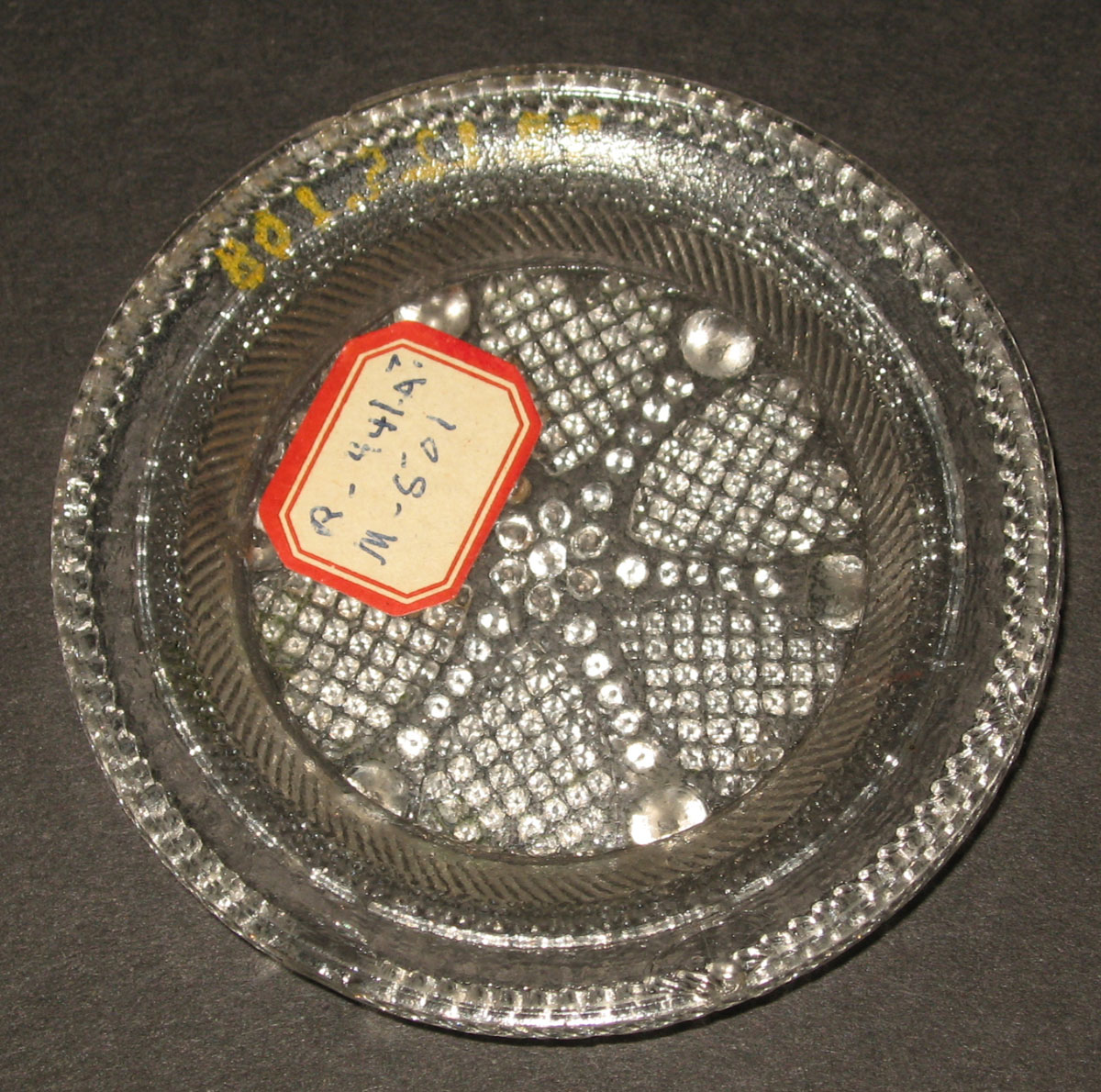1978.0125.108 Glass cup plate