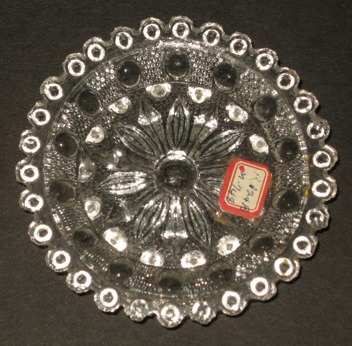 1978.0125.014 Glass cup plate
