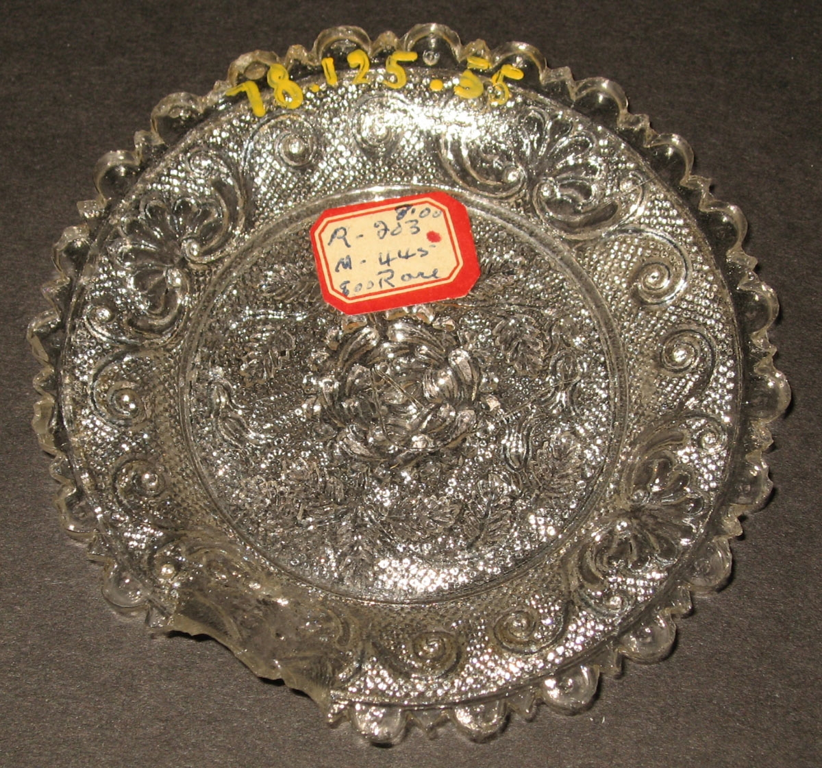 1978.0125.055 Glass cup plate