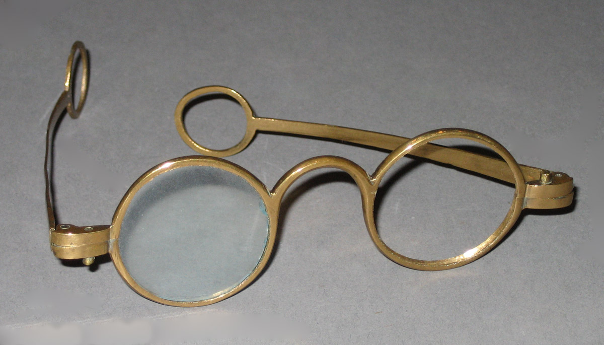 1952.0103.001 Spectacles