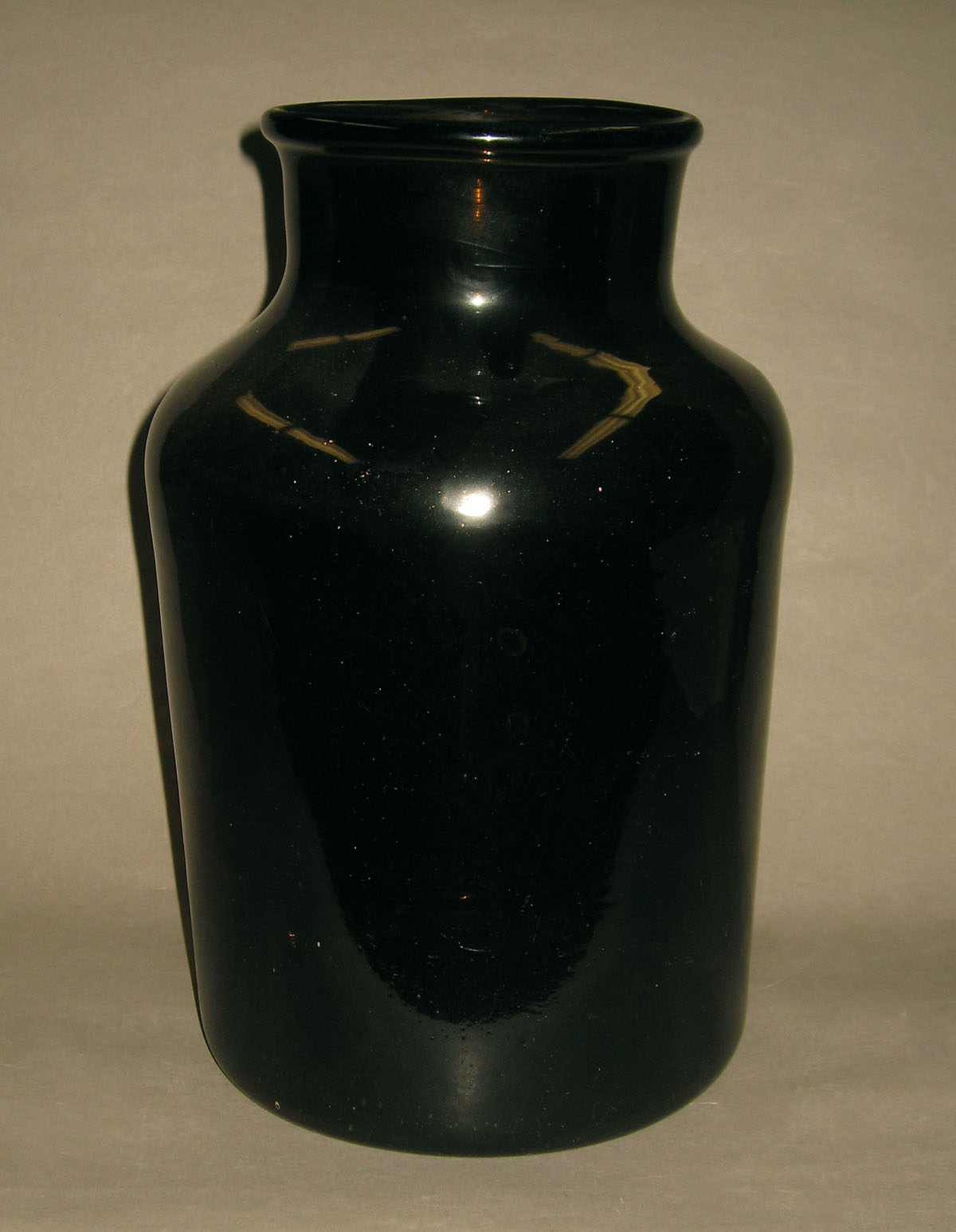 1957.0018.009 Glass jar