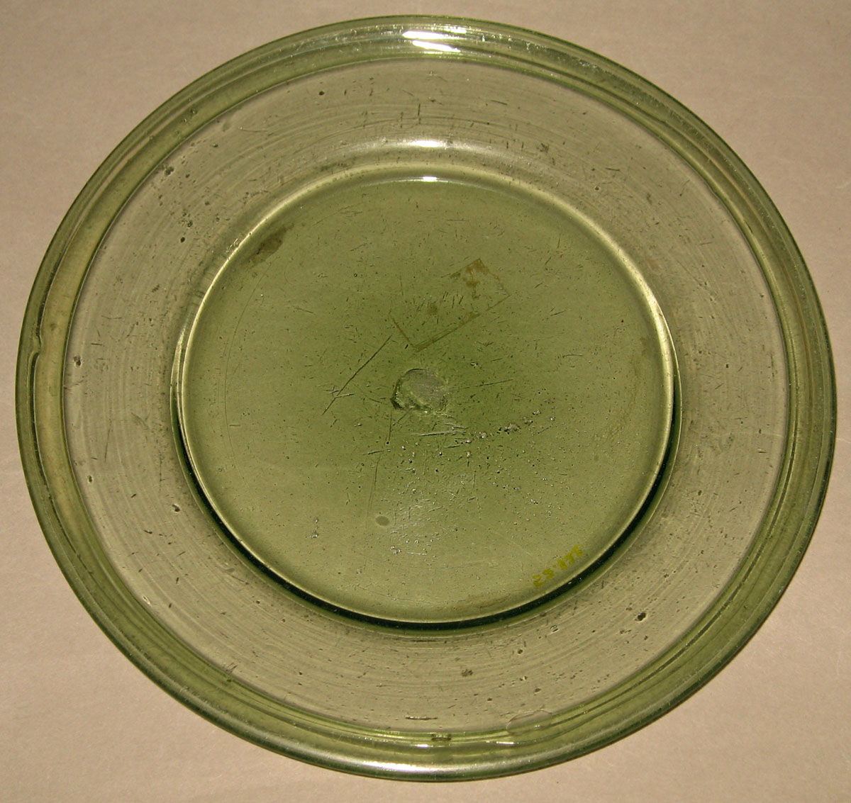 1952.0122 Glass plate