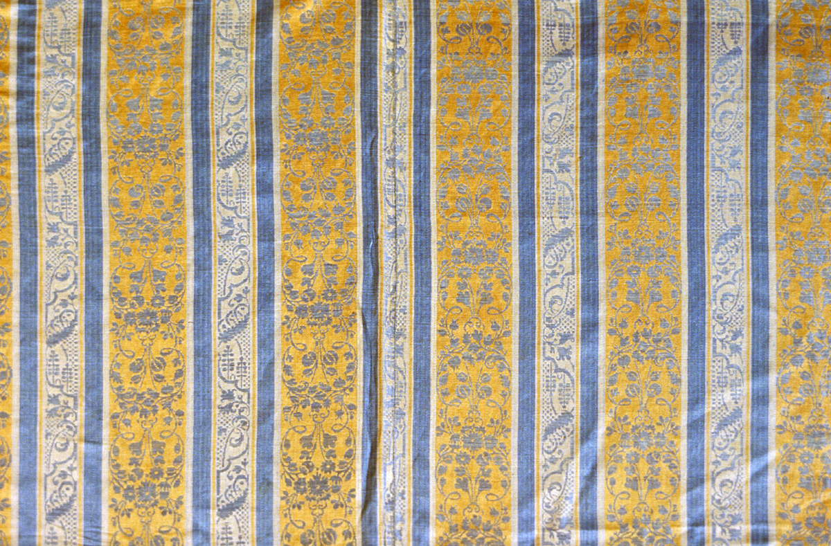1957.0126.001 Bedcover, Pattern Repeat