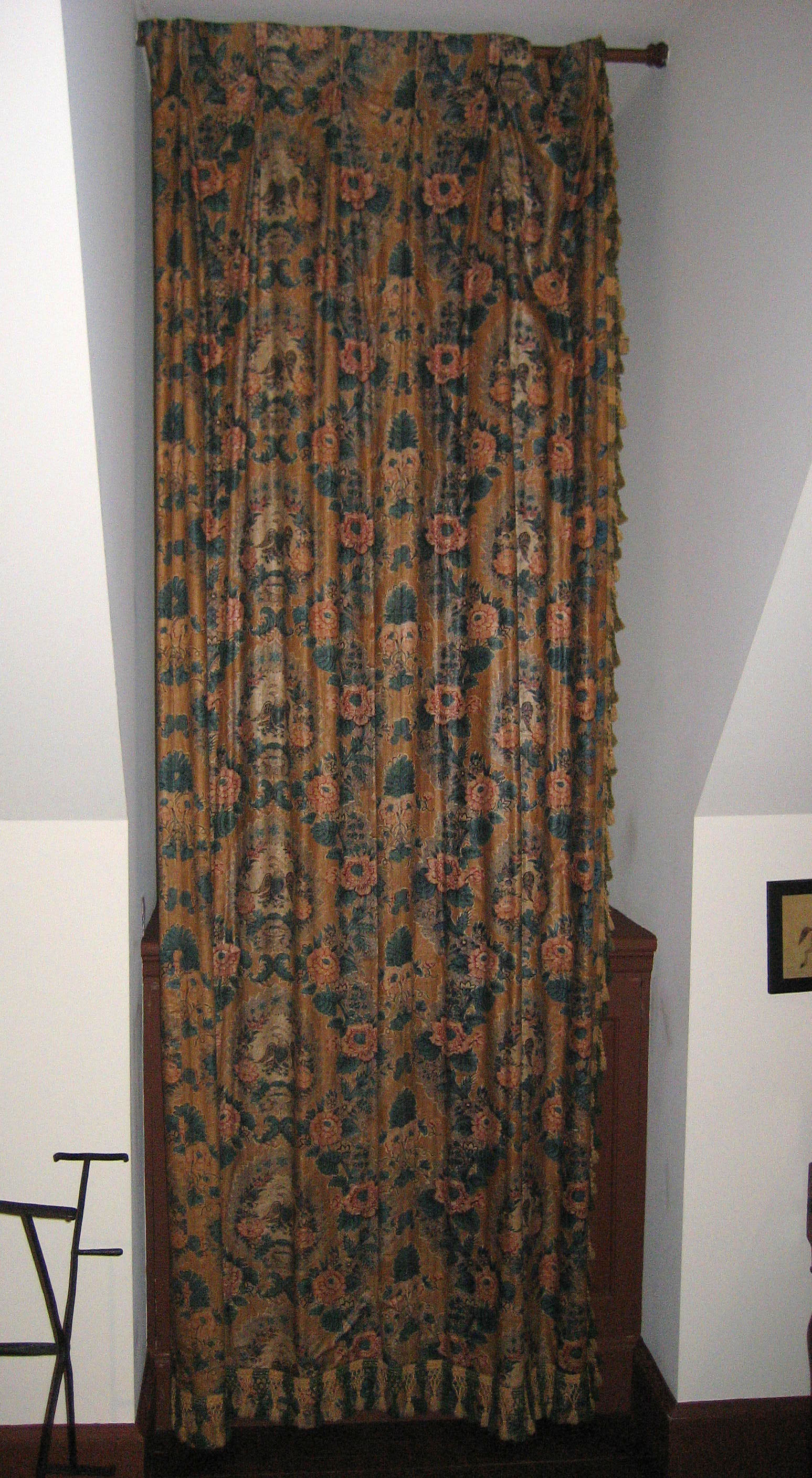 1952.0333 a side curtain view 2