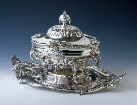 Tureen and liner