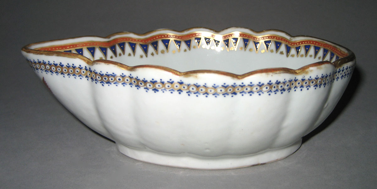 1963.0864.382 Porcelain Sauceboat side
