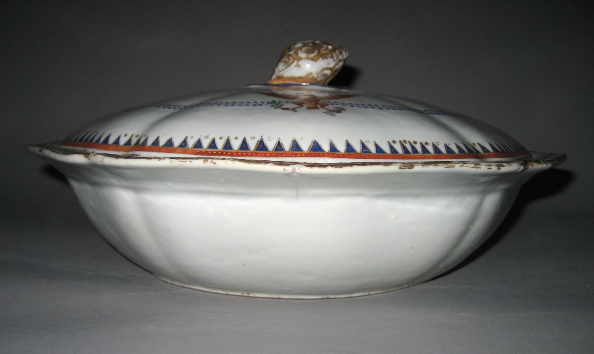 1963.0864.391 covered dish