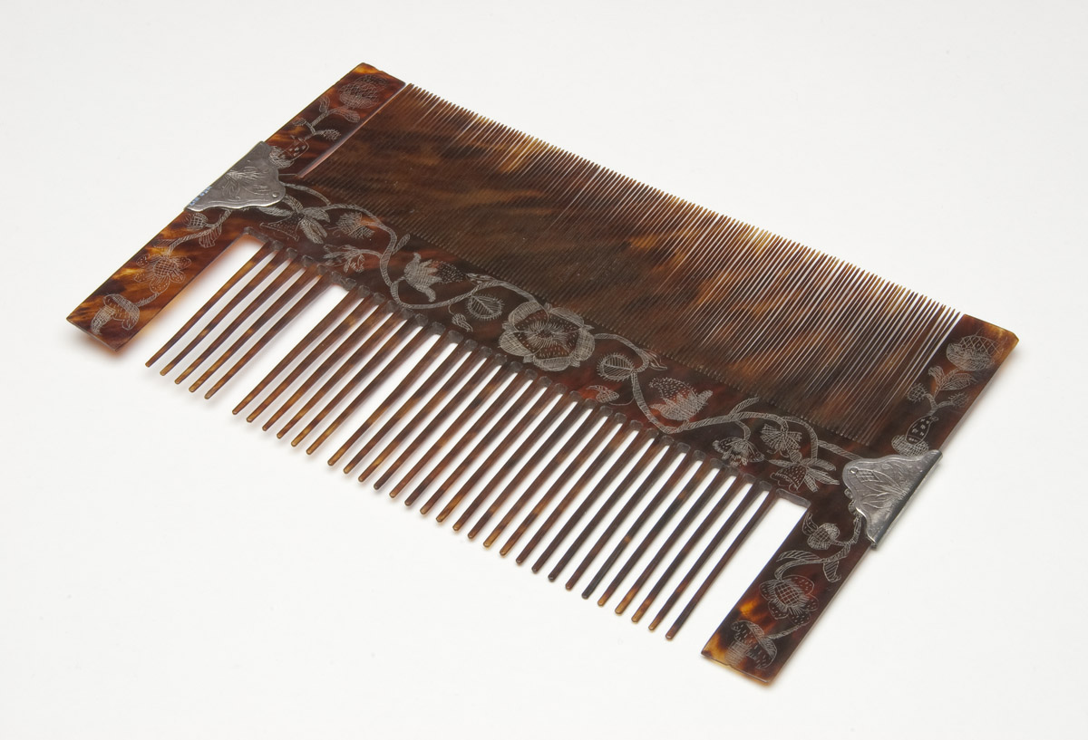 1958.1142 Comb (view 4)