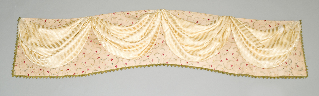 1952.0341 Bed hanging, valance