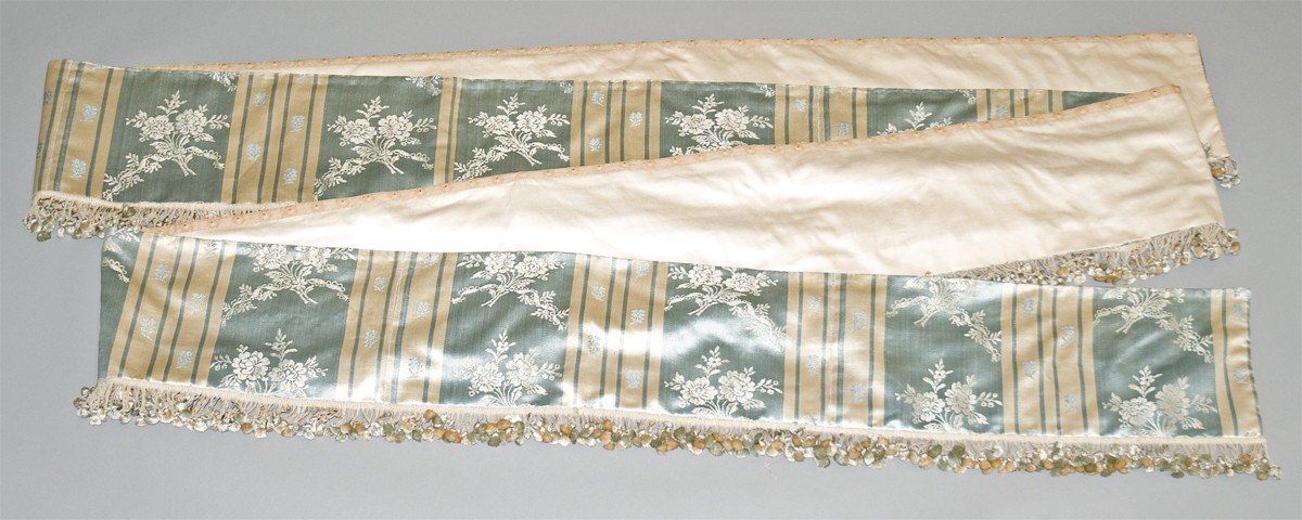 1952.0346.001 C Bed hanging, valance