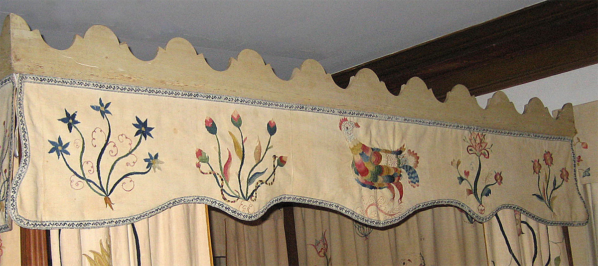 1954.0014.016  bed right top valance.