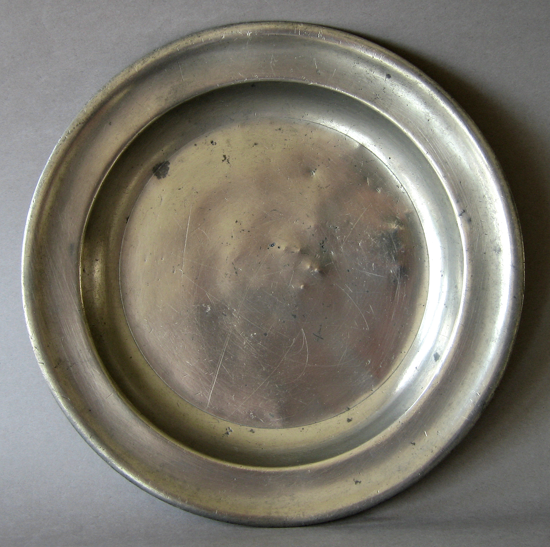 1952.0113 Pewter plate